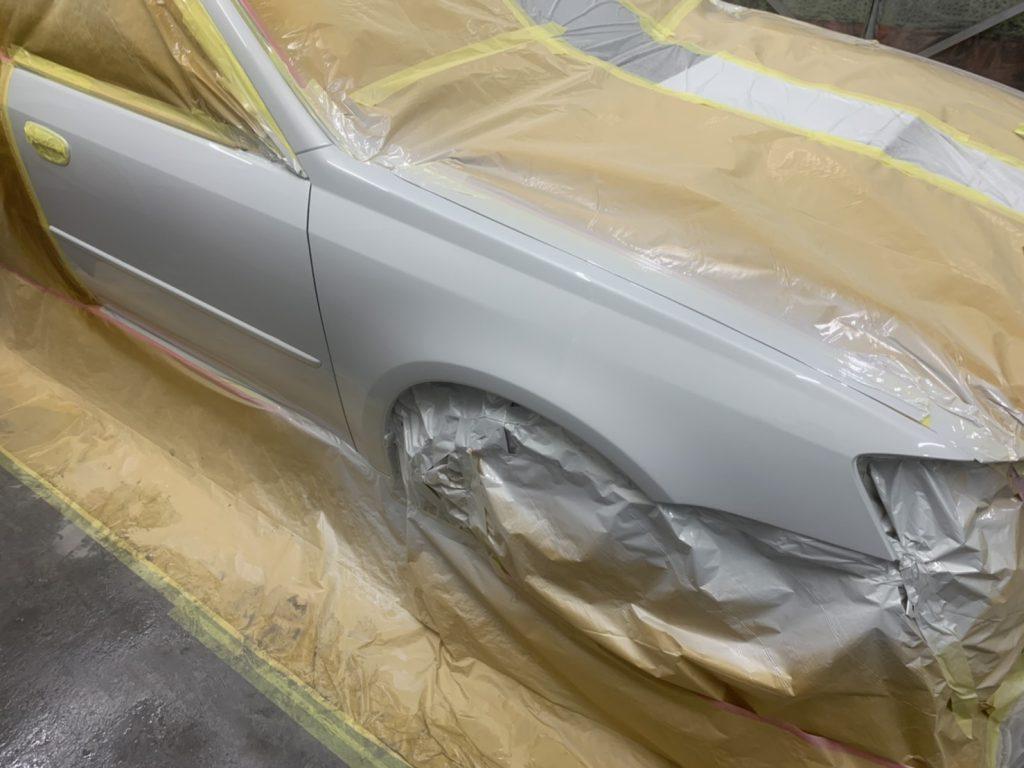 レガシィB4の左右フロントフェンダー鈑金塗装修理